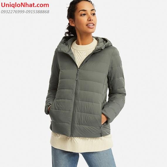 Áo lông vũ có mũ Uniqlo 2019 đem đến xu hướng thời trang Thu Đông 2019 với nhiều mầu sắc mới, thiết kê ôm gọn trẻ trung, cực ấm, nhẹ nhàng